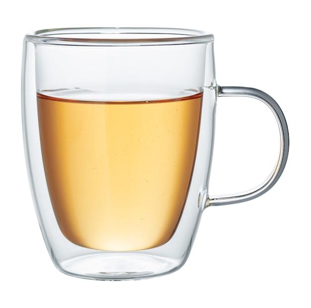 Szklane filiżanki zielonej herbaty na białym tle