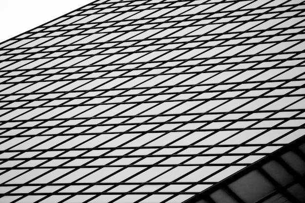 Szklane okna budynku biurowego