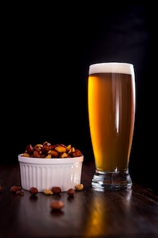 Szklanka do piwa z orzeszkami ziemnymi