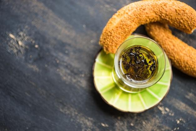 Szklanka herbaty w stylu tureckim