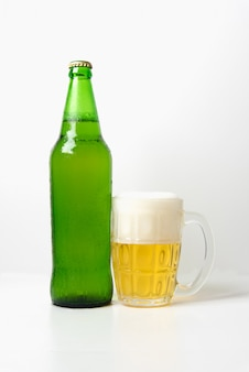 Szklanka i butelka piwa