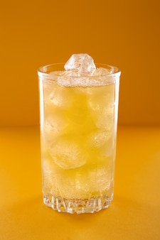 Szklanka lemoniady z lodem