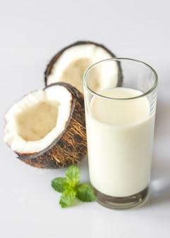 Szklanka mleka kokosowego
