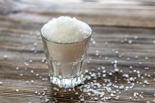 Szklanka soli morskiej