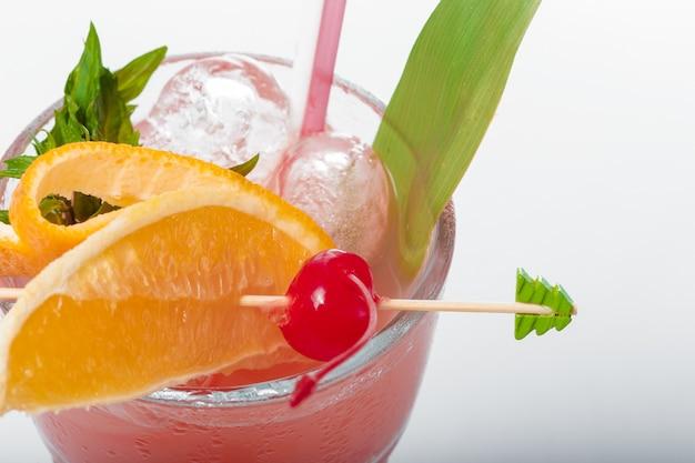 Szklanka świeżego koktajlu