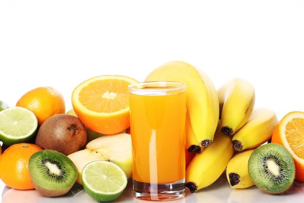 Szklanka świeżego soku owocowego