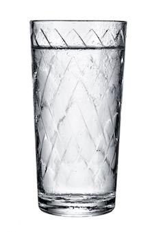 Szklanka ze świeżą wodą