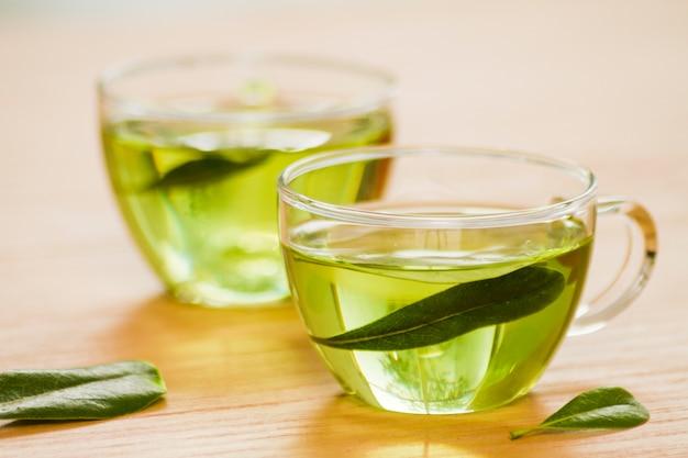 Szklanka zielonej herbaty