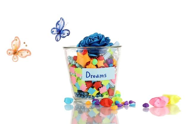 Szklany wazon z papierowymi gwiazdami z odosobnionymi marzeniami