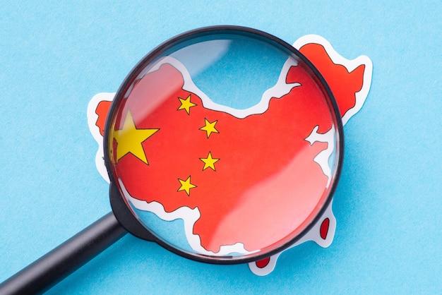 Szkło powiększające na mapie chińskiej republiki ludowej
