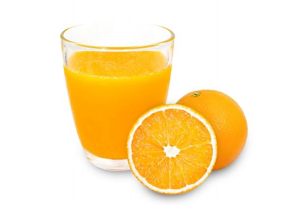 Szkło sok pomarańczowy odizolowywa na białym tle.