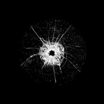 Szkło z dziurą i pęknięciami na czarnym tle