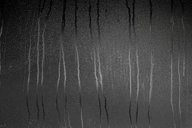 Szkło z parą i kroplami deszczu