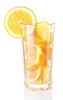 Szkło z pomarańczą. produkt naturalny, koktajl z owoców