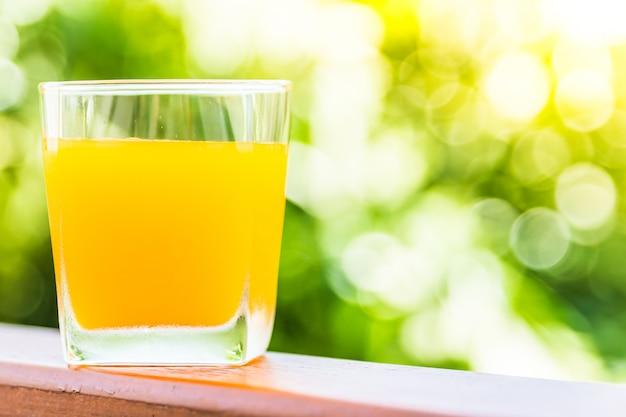 Szkło z soku pomarańczowego