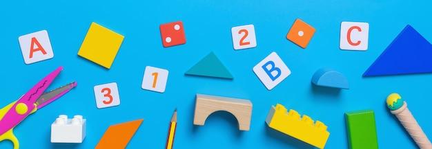 Szkoła edukacyjne zabawki i stacjonarne dla koncepcji math