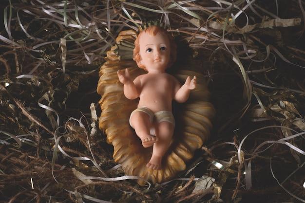 Szopka. rysunek dziecka jezusa na białym tle. tradycyjna scena bożonarodzeniowa.