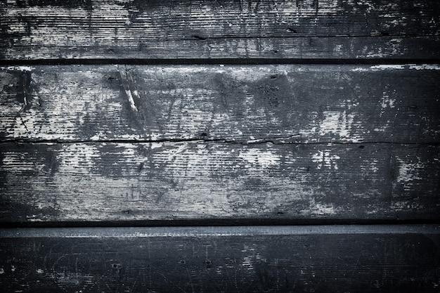 Szorstka, pomalowana powierzchnia desek podłogowych.