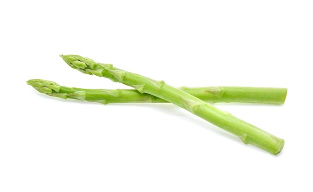 Szparagi na białym tle