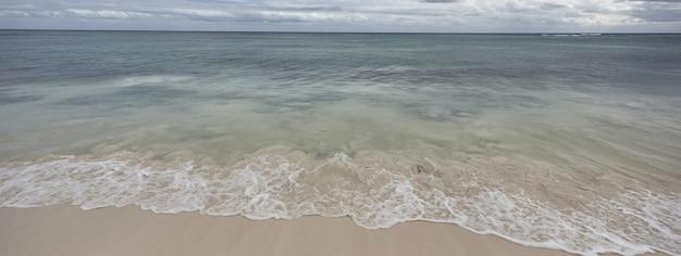 Sztandar karaibskiej plaży w xpu ha w meksyku
