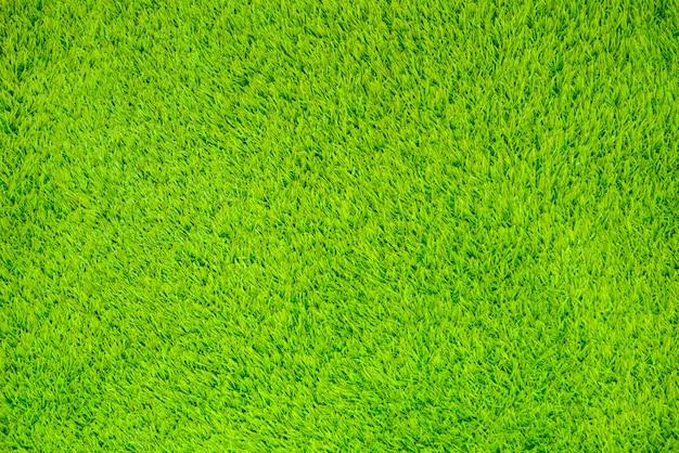 Sztuczna powierzchnia trawy na tle.