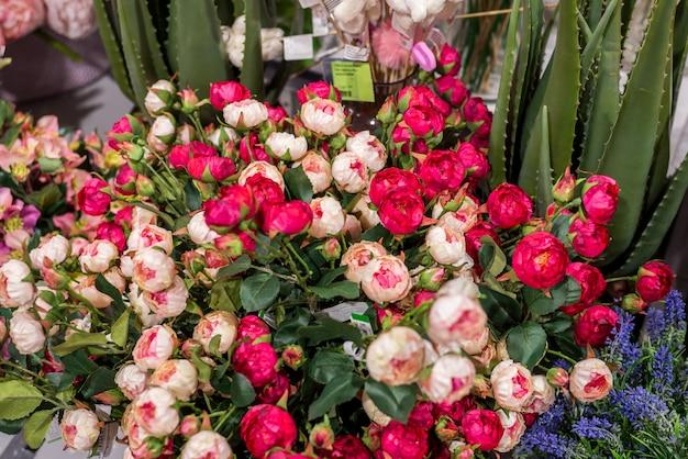 Sztuczne kwiaty. sprzedaż w sklepie