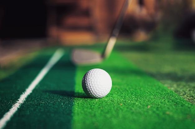 Sztuczne pole golfowe dla małych powierzchni biurowych