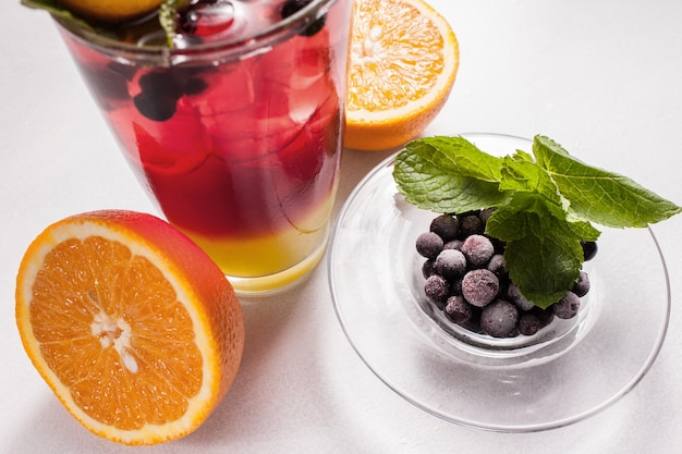 Sztuka fotografii żywności. koncepcja napojów owocowych zdrowego stylu życia wegańskie. właściwa reklama żywieniowa.