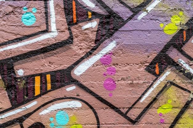 Sztuka ulicy, kolorowe graffiti na ścianie