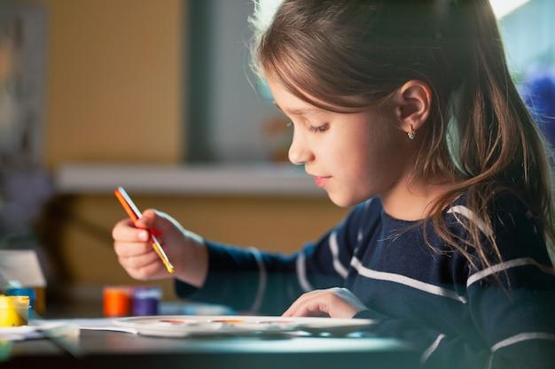 Sztuka W świecie Dziecka. Premium Zdjęcia
