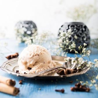 Szufelka domowej roboty lody z cynamonem