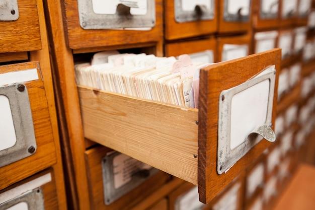 Szuflady biblioteczne