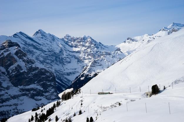 Szwajcarska góra, jungfrau, szwajcaria, ośrodek narciarski