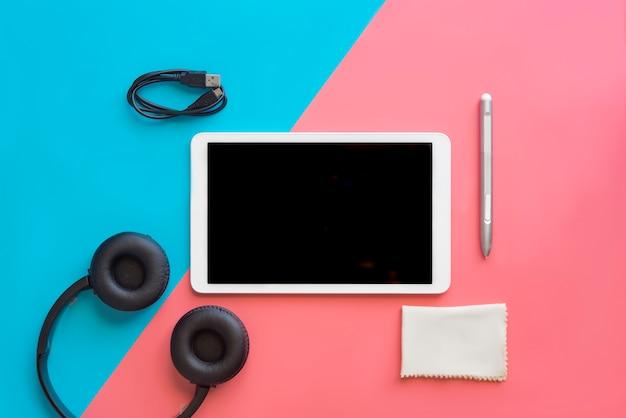 Tablet z koncepcją słuchawki nowoczesne