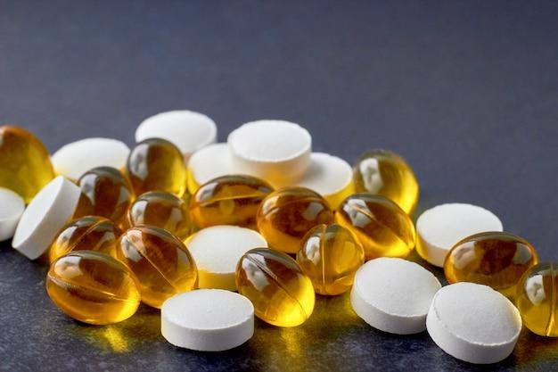 Tabletki cynkowe i kapsułki z witaminą d dla wzmocnienia odporności