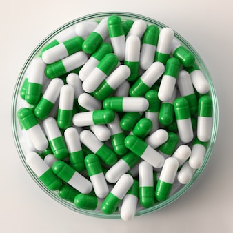 Tabletki rozrzucone zielonym kolorem na farmaceutycznej pigułce laboratoryjnej na receptę i leczenie różnych chorób