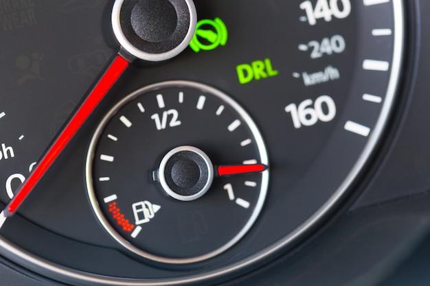 Tablica przyrządów samochodowych