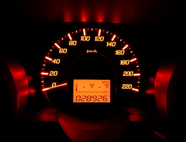 Tablica rozdzielcza samochodu glow