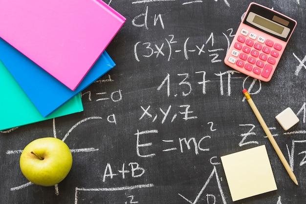 Tablica z kalkulatorem i papeterii