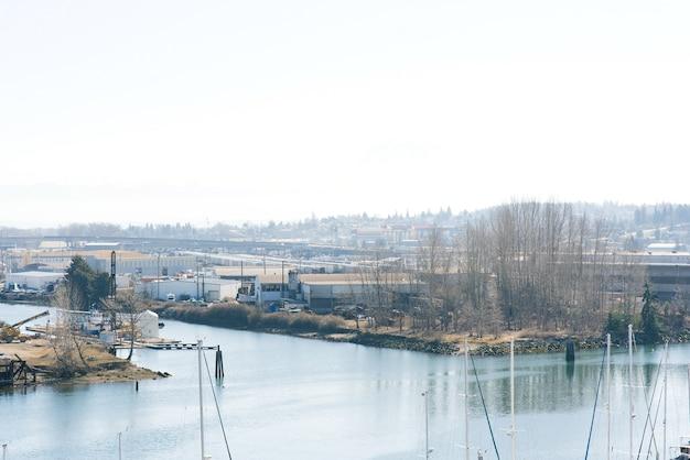 Tacoma, waszyngton, usa. marzec 2021. jachty w puget sound