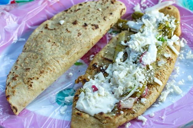 Tacos typowe meksykańskie jedzenie talerz meksykańskiego jedzenia?