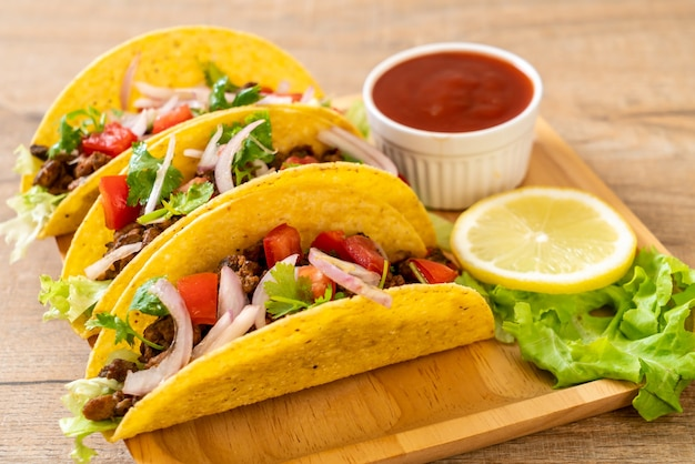 Tacos z mięsem i warzywami