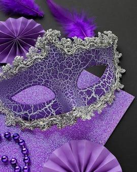 Tajemnicza karnawałowa fioletowa maska