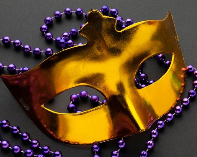 Tajemnicza maska karnawałowa z bliska