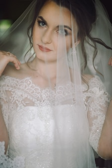 Tajemniczy portret panny młodej ukrytej pod zasłoną