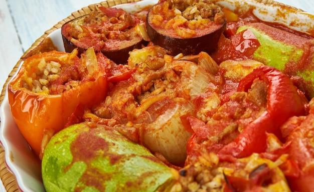 Tajin mahshi - mieszane warzywa nadziewane, jedzenie libijskie