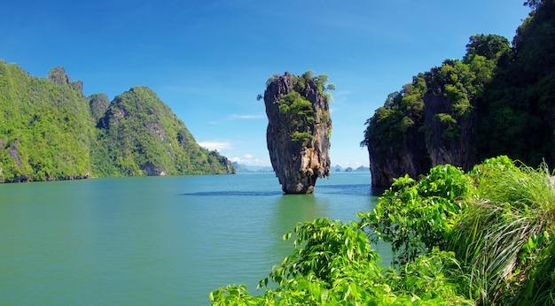 Tajlandia james bond stone island, phang nga w tajlandii. morze