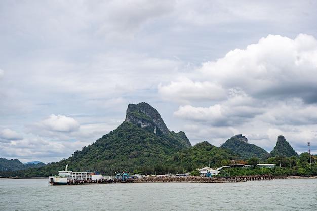 Tajlandia koh samui may promy morskie płynące na prom koh samui