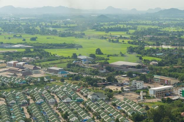Tajlandia krajobraz wiejski miasto i moutain