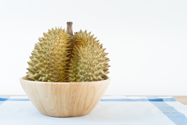 Tajlandzka durian owoc na drewnianym stole z pustym czerni deski zakończeniem up z kopii przestrzenią.